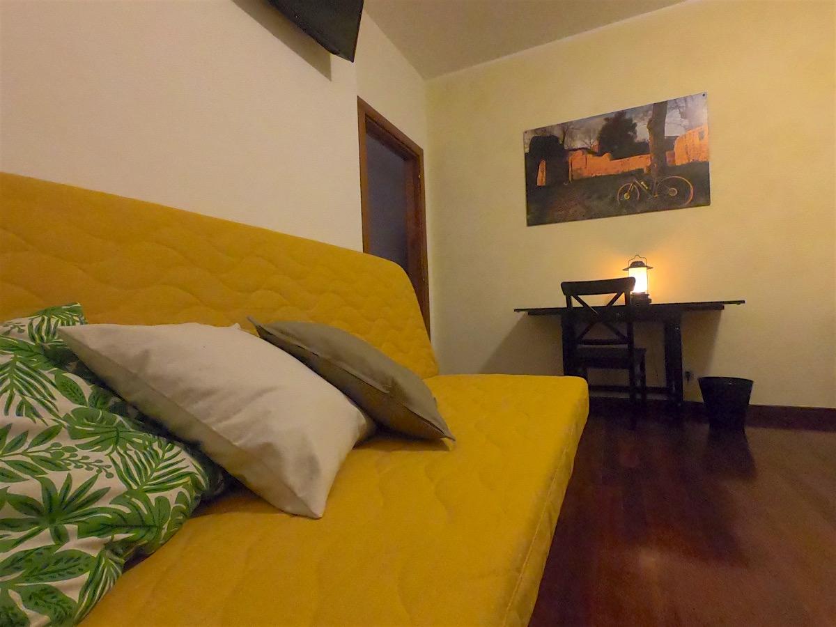 bnb-camera-il borgo-divano