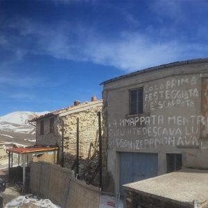 castelluccio-muro-scritte