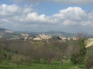 Avvicinandosi al borgo di Castignano