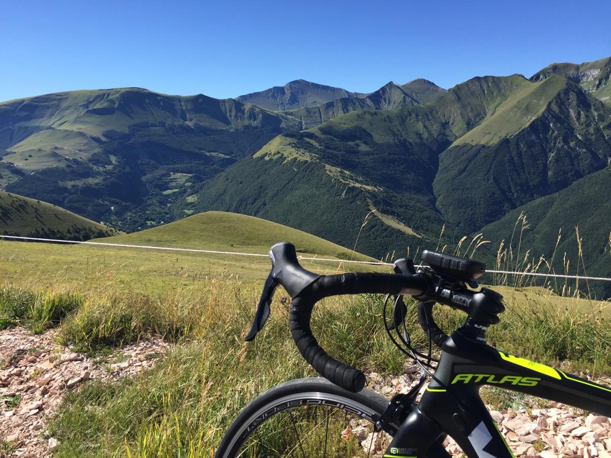 Il paradiso del cicloturismo ha un nome sibillini for Piani di fattoria del vermont