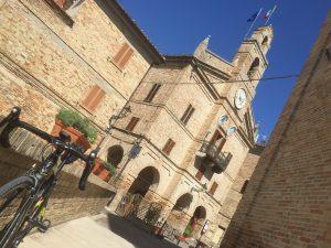 Il bellissimo centro storico di Montedinove