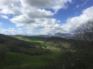 La vista salendo verso Crispiero da Castelraimondo