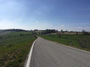 La spettacolare strada provinciale della Collina, tra Petriolo e l'Abbadia di Fiastra