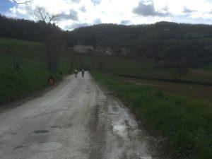 La silenziosa strada tra Sabbieta e Camerino