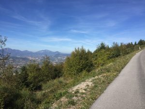 monte san vicino vista su valle esino